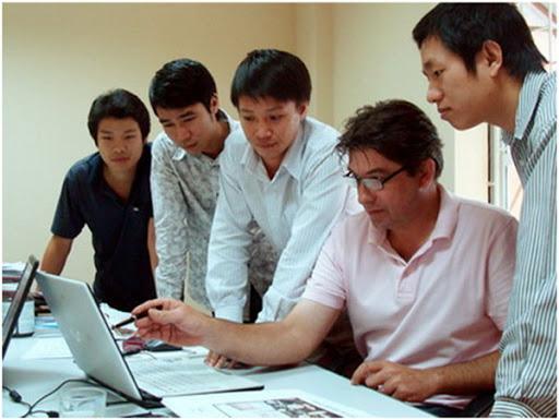 Đội ngũ nhân viên thiết kế web chuyên nghiệp.